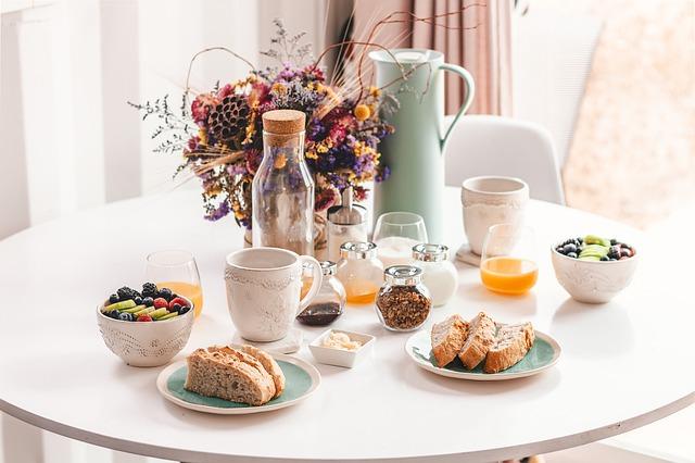 table-petit-dejeuner-orange-jus