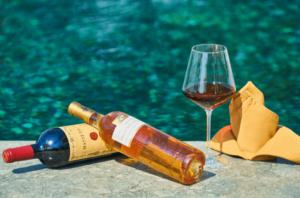 Servir du vin à des invités