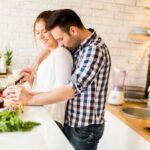 Cuisiner en couple : Bonne ou mauvaise idée ?