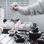 Thé Pu Erh ou café : lequel vous fera lever le matin ?